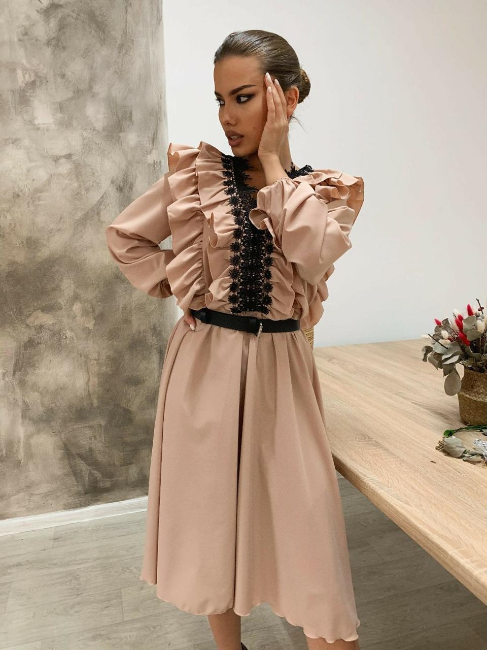 Платье миди с расклешенной юбкой и оборками на груди 34031518