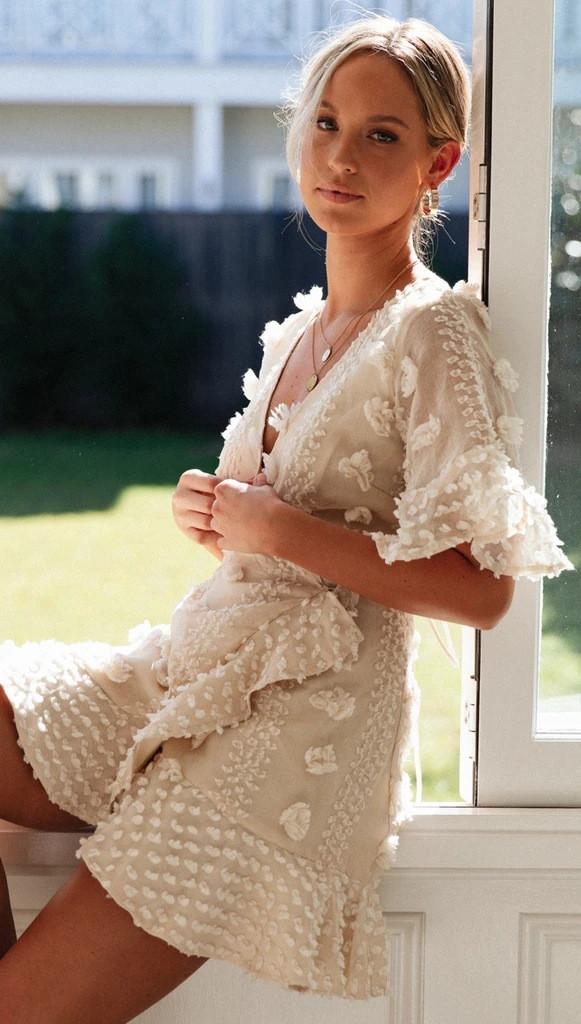 Літнє плаття на запах з короткими розкльошеними рукавами 78031521