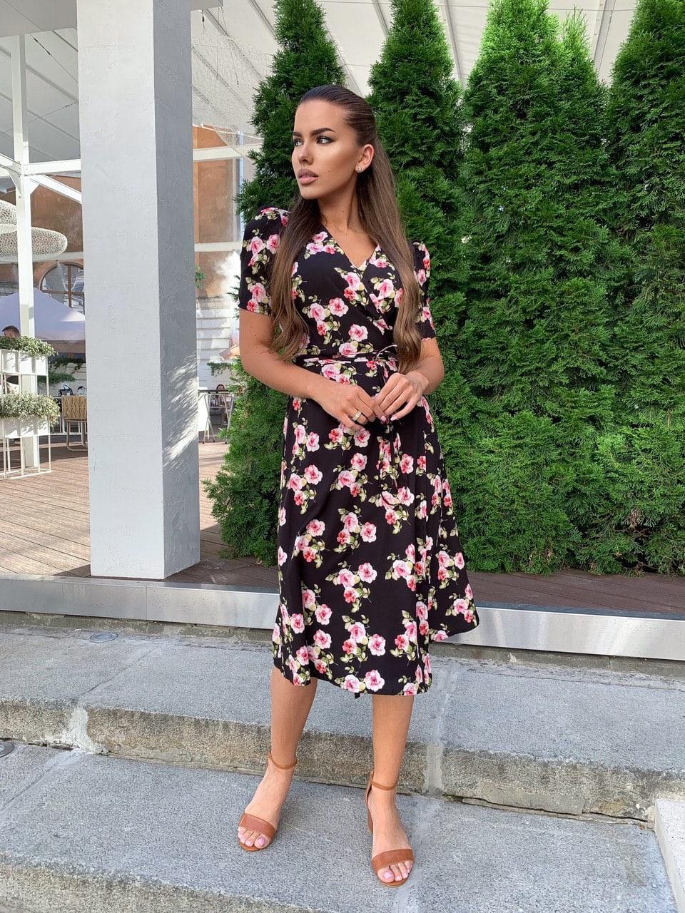 Летнее платье на запах в цветочный принт с короткими рукавами и длиной миди 60031524