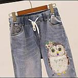 Женский джинсовый костюм с футболкой и джинсами с аппликацией 79101049, фото 2