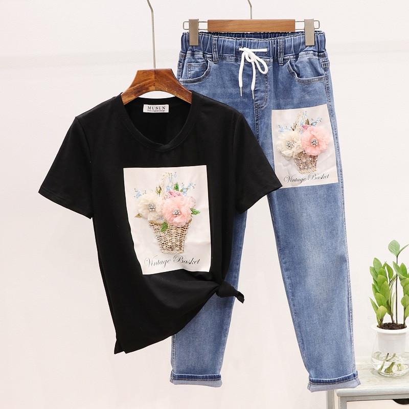 Жіночий костюм з футболкою і джинсами з малюнком 79101053