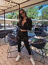 Женский брючный костюм с брюками карго с накладными карманами и укороченным бомбером на молнии 71ks1065, фото 2
