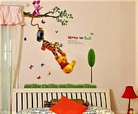 Виниловая интерьерная детская наклейка на стену Винни пух акробат