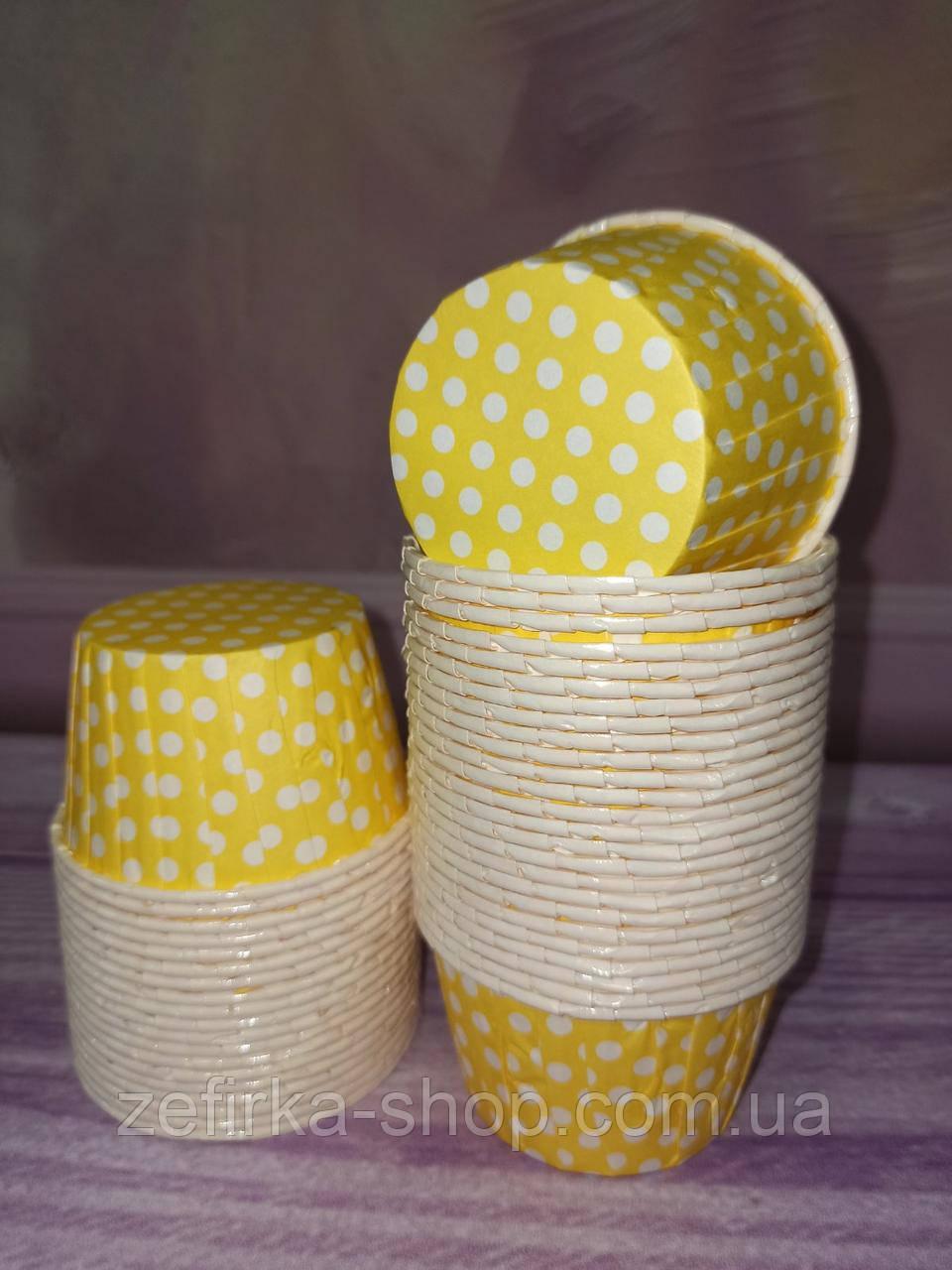 Бумажные формы для кексов усиленные с бортиком, желтые в горох  6* 4 см