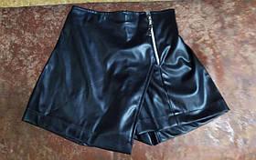 Юбка-шорты для девочки из экокожи.