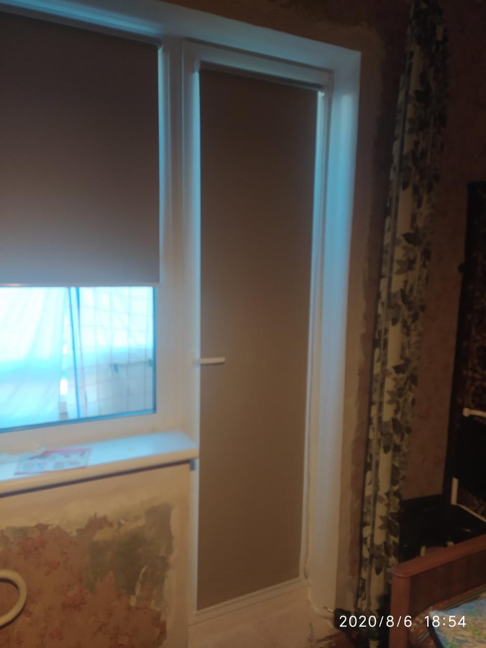 Тканевые роллеты (рулонные шторы открытого типа) для балконного блока