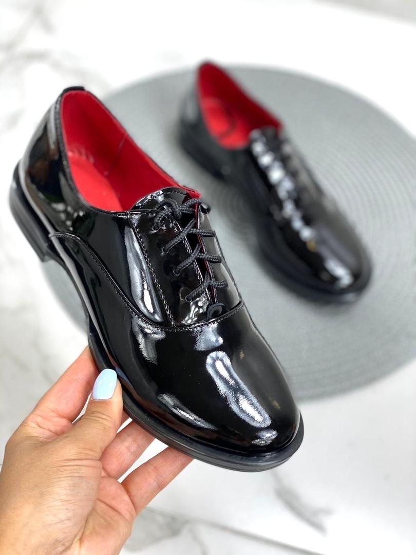 Лакированные туфли женские без каблука
