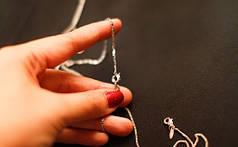Как справиться с узелками на позолоченной цепочке?
