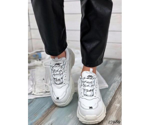 Кросівки на широкій підошві