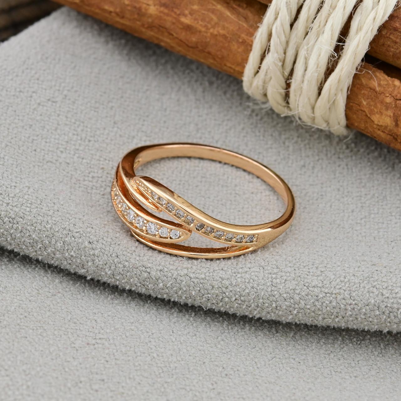Кольцо Xuping 14768 размер 18 ширина 7 мм вес 1.6 г белые фианиты позолота 18К