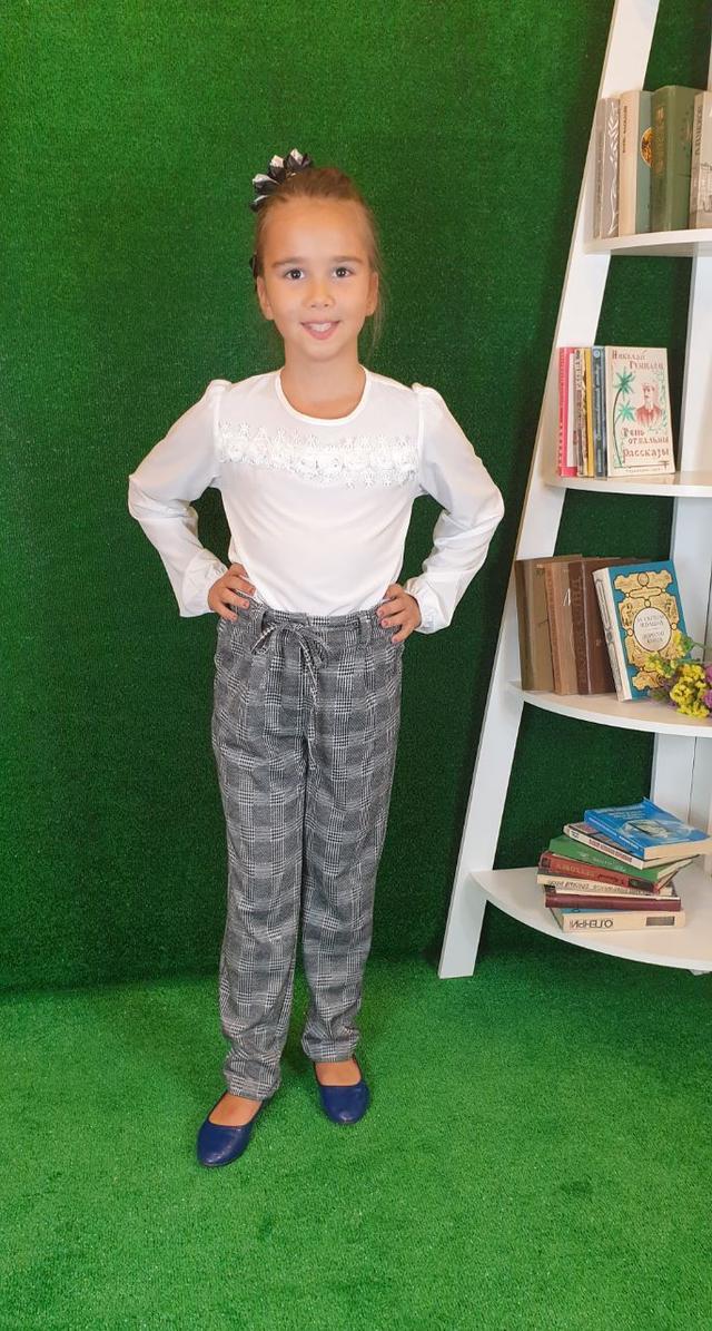 сірі штани в клітинку для дівчинки