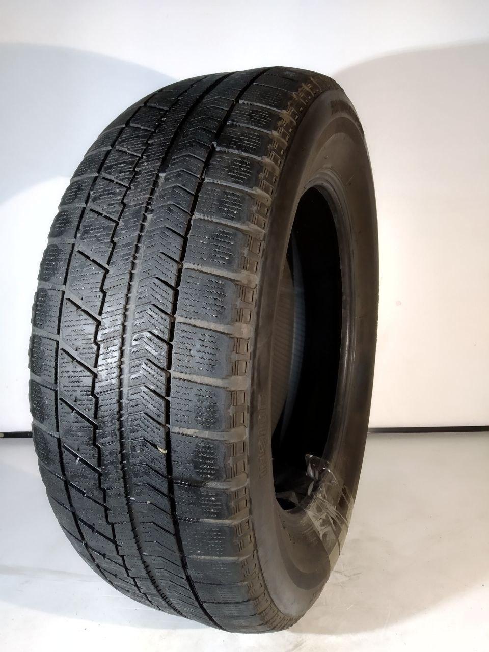 Б/у шины Bridgestone Blizzak VRX 215/60 R16 95S зимние. Япония 2015г 2шт. глубина протектора 4,5