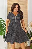 Жіноче літнє плаття великого розміру 48, 50, 52, 54, легке, вільного крою, з змійкою і поясом, Сіре, фото 2