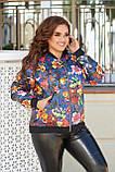 Женская тонкая куртка большого размера 48, 50, 52, 54, плащевка, бомбер, ветровка, Синяя с цветами, фото 2