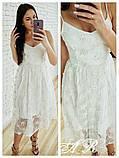 Женское платье миди на бретелях с пышной юбкой с бусинками белое, фото 2