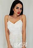 Женское платье миди на бретелях с пышной юбкой с бусинками белое, фото 4