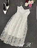 Женское платье миди на бретелях с пышной юбкой с бусинками белое, фото 5