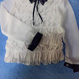 Школьная белая блуза с синим воротником и синим манжетом