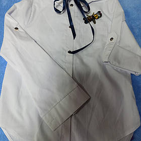 Нарядная школьная белая блуза для девочки с бантом и брошью.