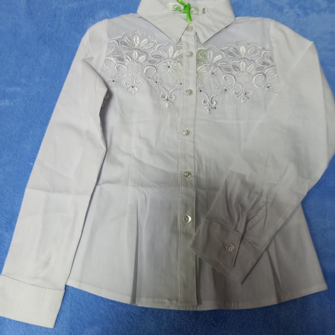Нарядная школьная белая блуза для девочки приталенная с сеткой и вышивкой.Размеры 134.140.146.152.158.