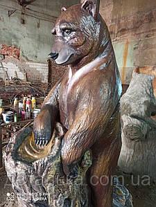 Фігура ведмідя реального зросту.