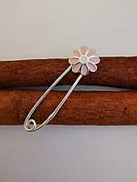 Серебряная булавка Ромашка с розовой эмалью.