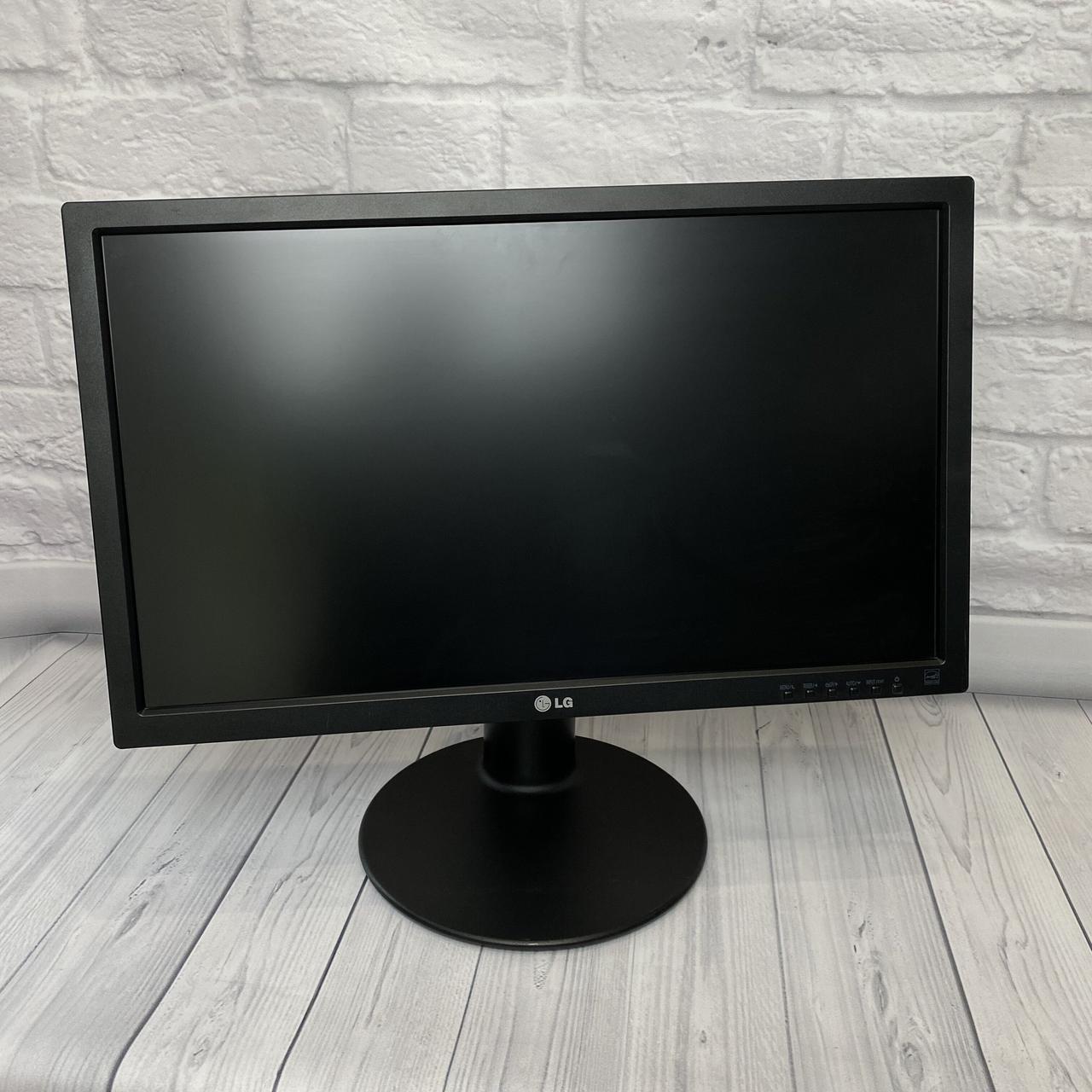 Монитор LG 24 LED (Матрица IPS / DVI / VGA / DP / Разрешение 1920x1080)