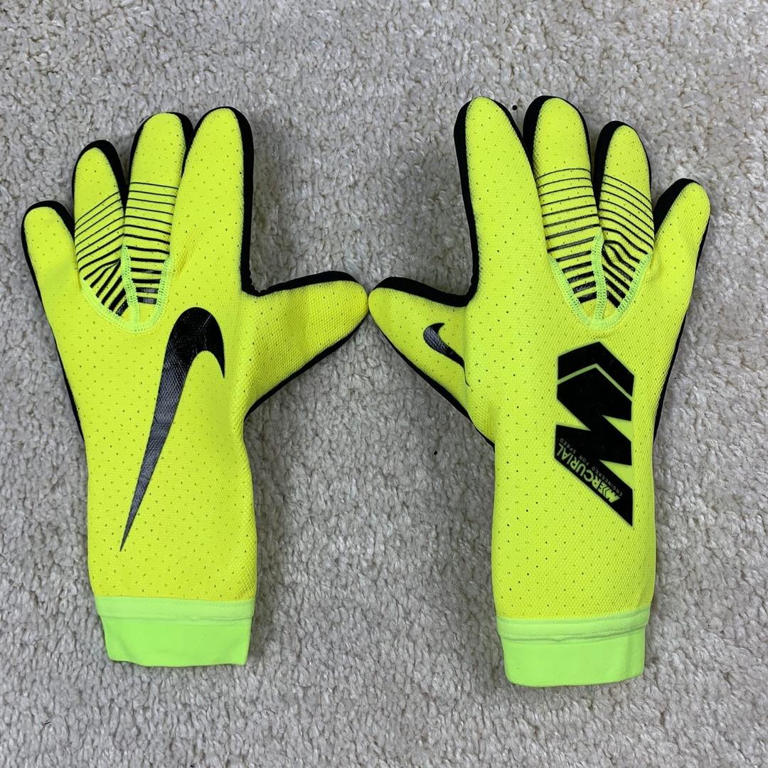 Вратарские перчатки Nike Mercurial Touch Elite салатово-желтый