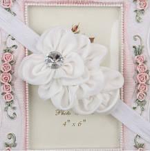 Нарядная повязка детская белая -  цветок 10см, размер универсальный (на резинке)