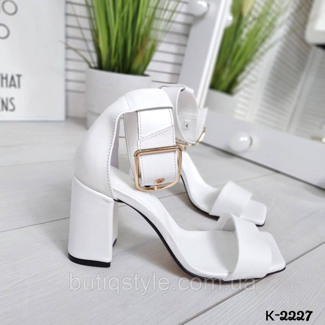 Женские белые босоножки натуральная кожа на каблуке