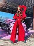 Жіночий брючний костюм з брюками-кльош і укороченим худі з об'ємним капюшоном і написом на спині 71101084, фото 6