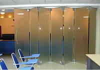 Раздвижная стеклянная матовая перегородка системы гармошка
