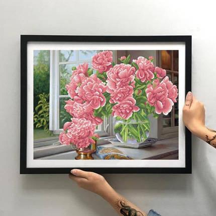 Картина Пионы на окне (красные) ММН-020 [Материал: Габардин подклеенный флизелином], фото 2