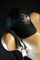 Черная женская кепка с разноцветным цветком