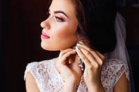 Как невесте выбрать серьги для свадебной церемонии?