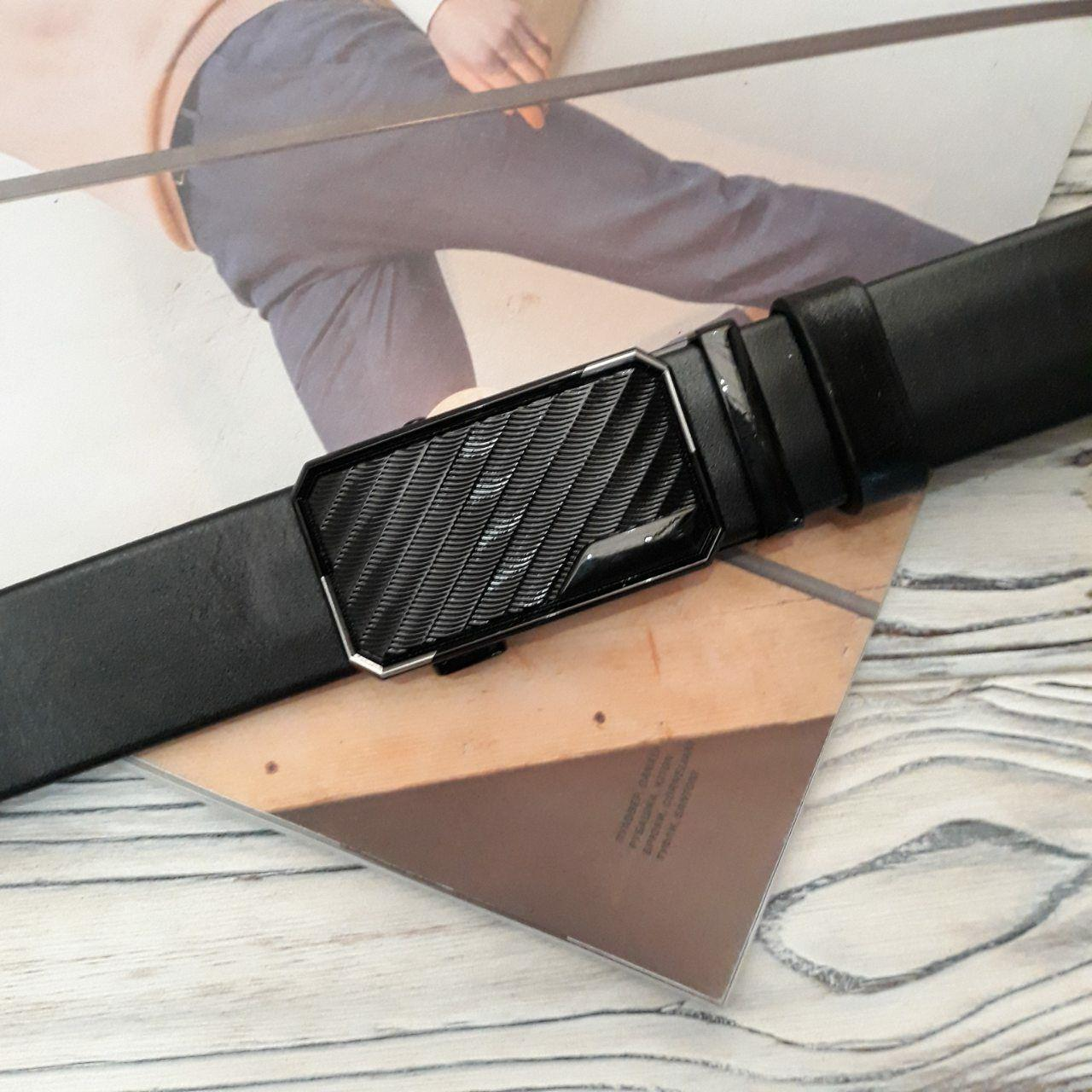 Мужской черный ремень из натуральной кожи с черной фактурной пряжкой