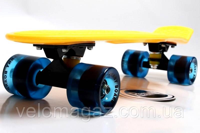 """Пенниборд 22"""". Желтый цвет с синими колесами, гравировка"""