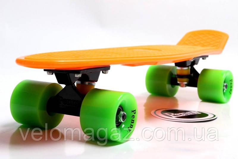 """Пенниборд 22"""" Оранжевый цвет с салатовыми колесами, гравировка"""