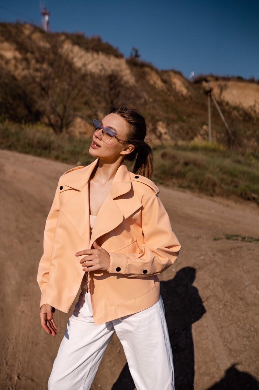 Купить Женская короткая кожаная курточка персикового цвета 48