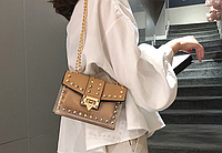 Бежевая силиконовая сумка с заклепками, фото 1