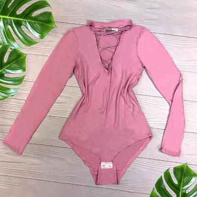 Женский боди с чокером и шнуровкой на груди розовый 44