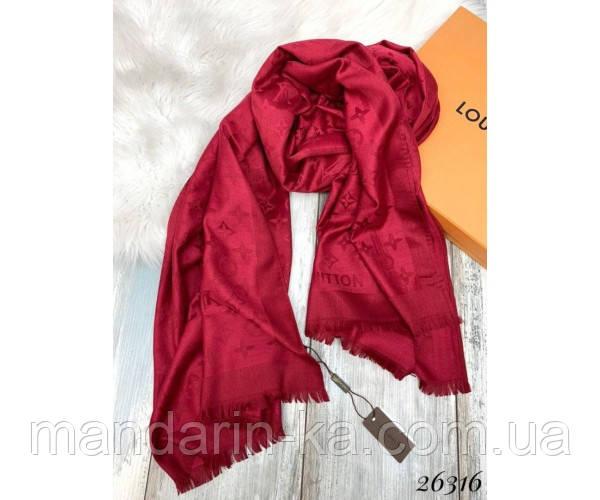 Брендовый шарф красный