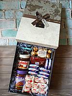 Подарунковий набір з солодощами SweetsBox.