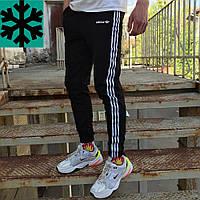 Теплые спортивные штаны в стиле Adidas Thre line черные, фото 1