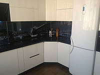 Кухня в стилі хайтек