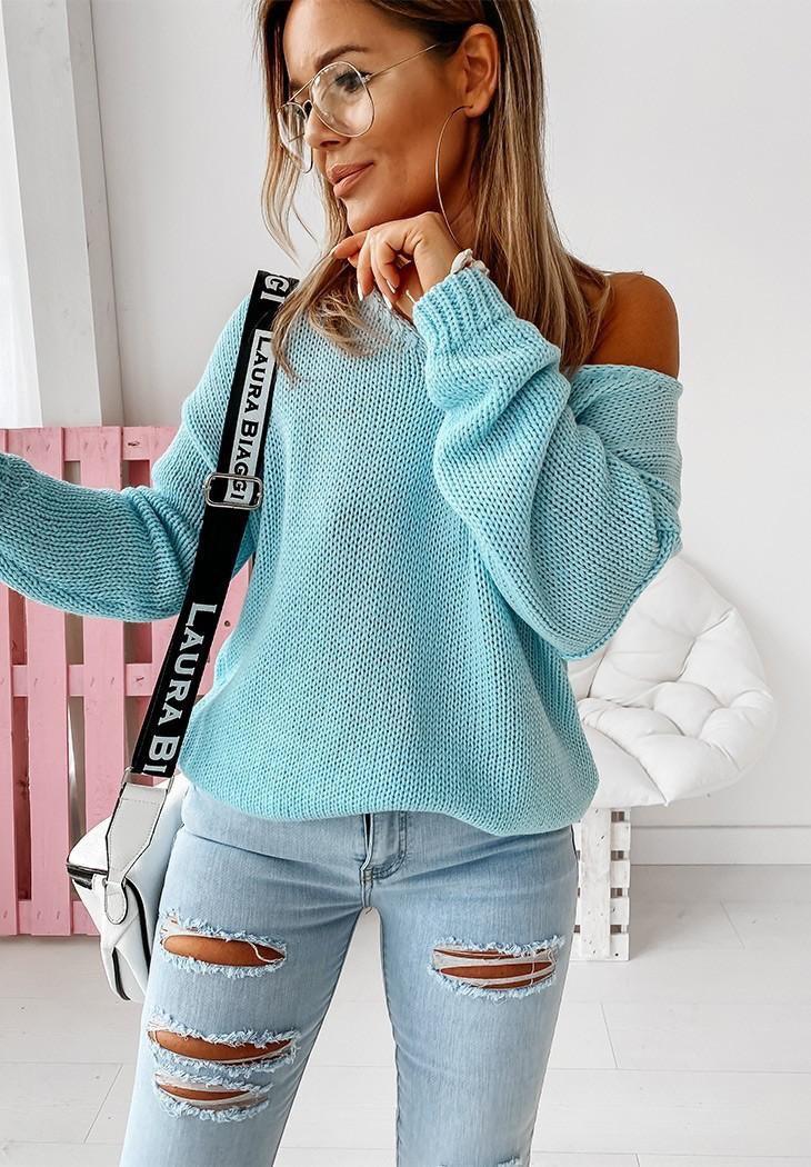 Свободный женский вязаный свитер с вырезом