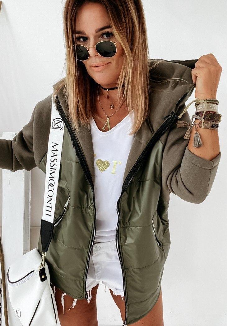 Стильна жіноча куртка з плащової тканини з рукавами та капюшоном