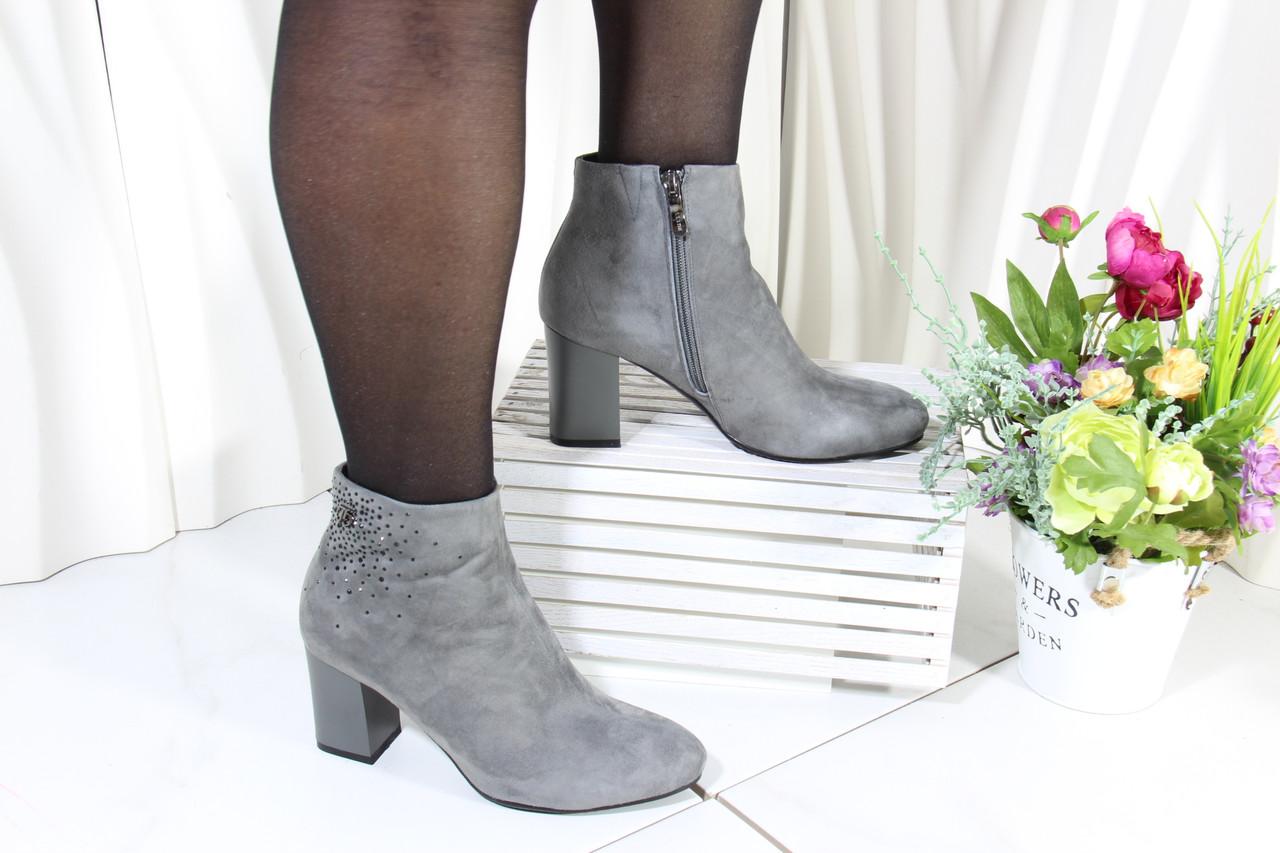 Стильні сірі осінні замшеві черевики Battine B408