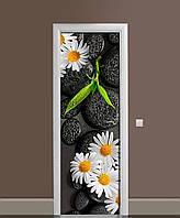 Виниловая 3D наклейка на двери Ромашки и черные Камни интерьерная пленка ПВХ цветы на черном фоне 650*2000 мм, фото 1