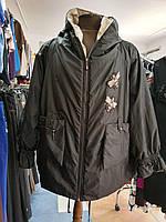 Черная демисезонная куртка  батал с бежевой подкладкой и капюшоном Marisis